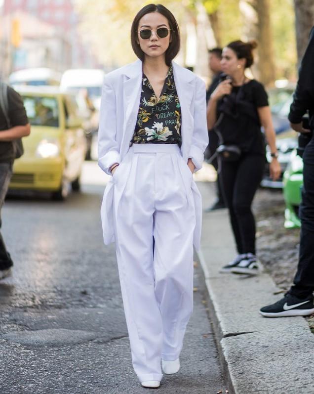 широки бели панталони