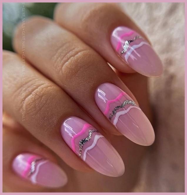 гол маникюр с розово