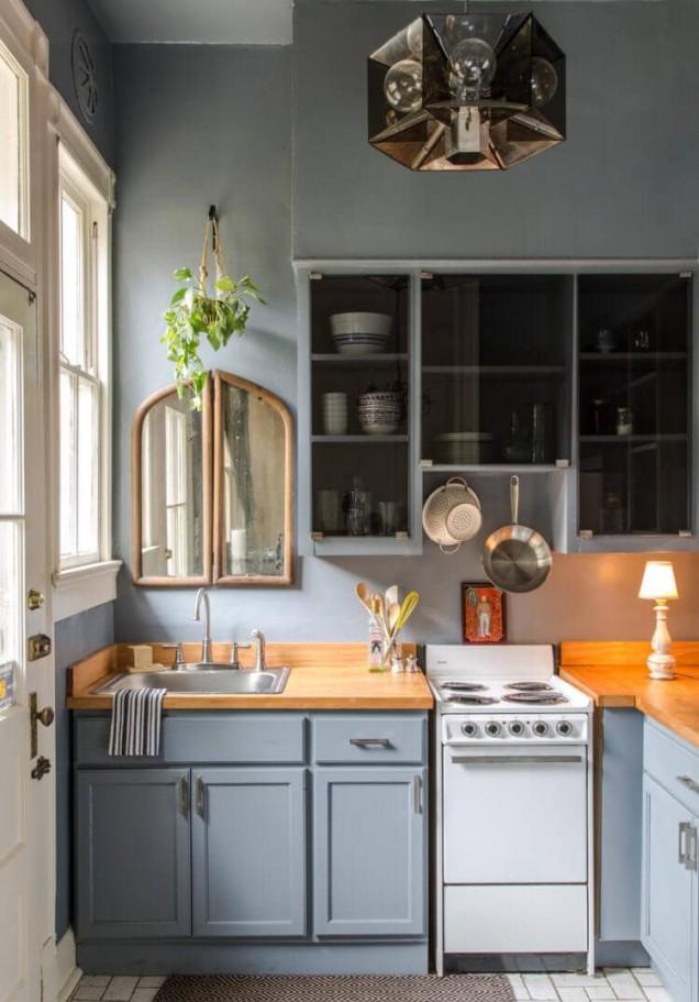 малка едноредова кухня
