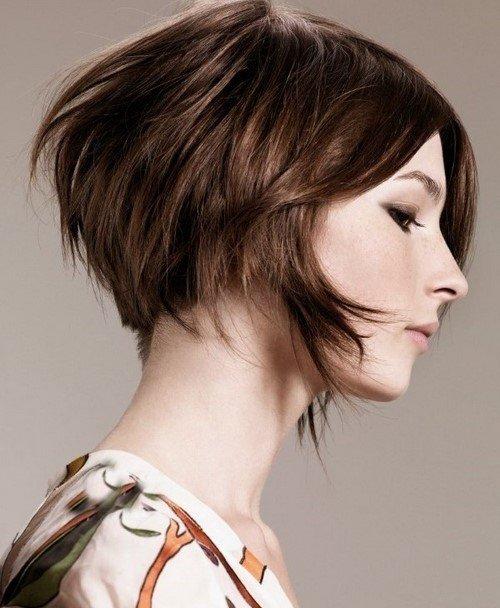 асиметрична прическа чуплива коса