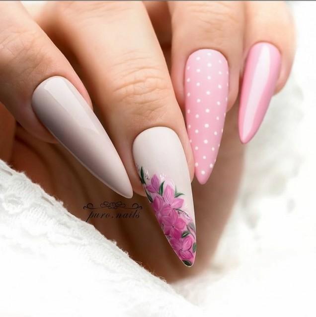 маникюр с цветя остри нокти