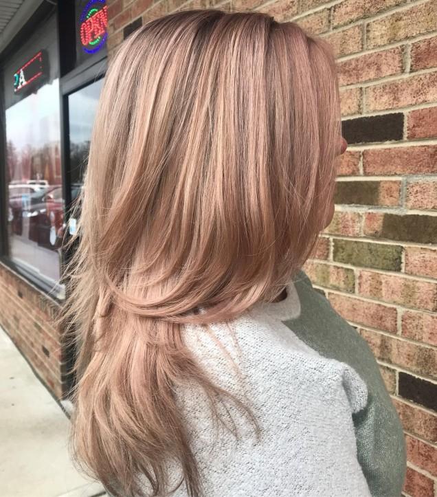 висока каскада дълга коса
