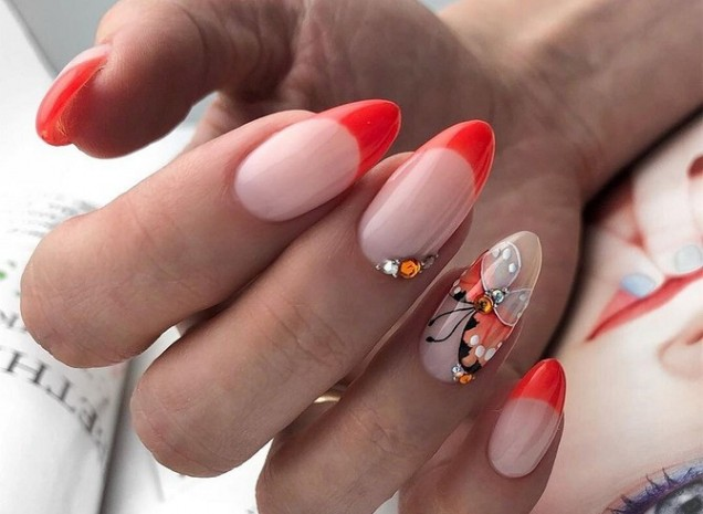 червен френч бадемови нокти
