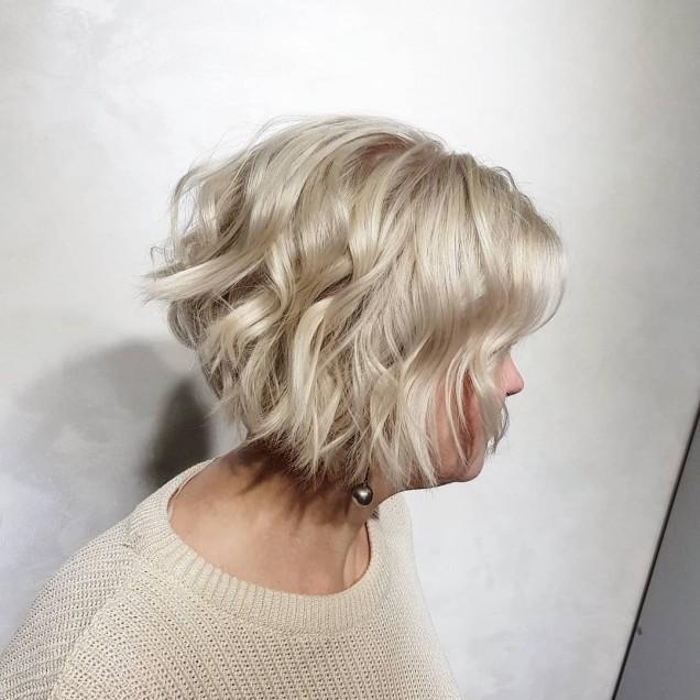 висока каскада чуплива коса