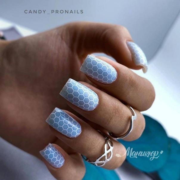 сини тъпи нокти
