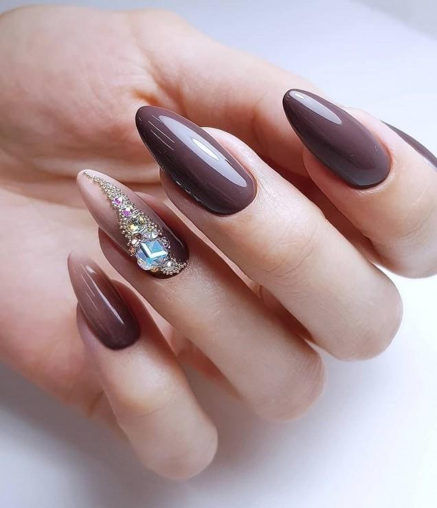 елегантен маникюр бадемови нокти