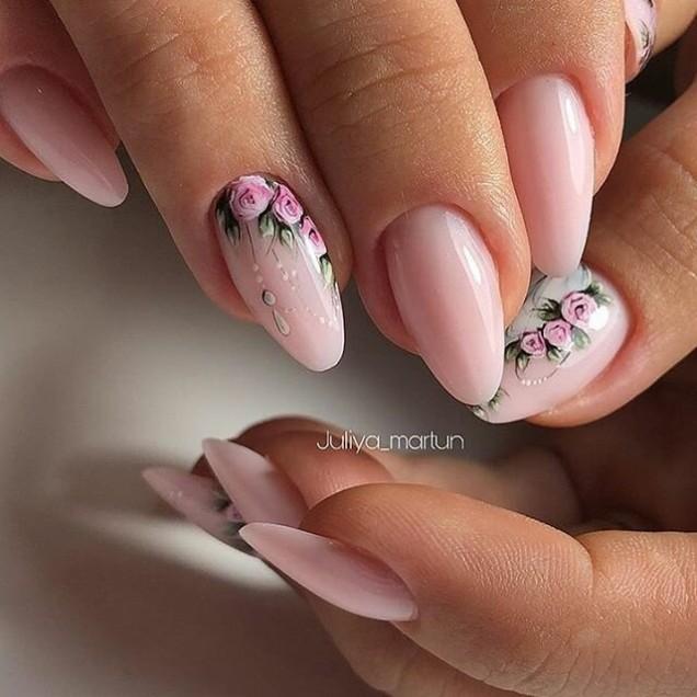 изящен маникюр бадемови нокти