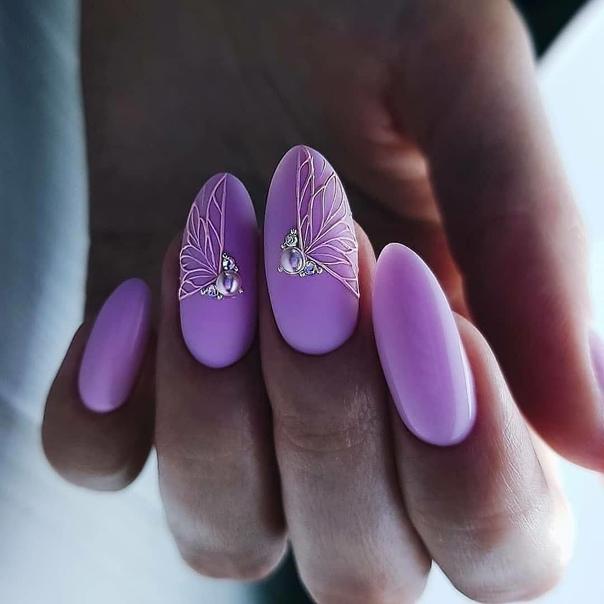 лилави нокти