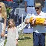 Клаудия Шифър със семейството си