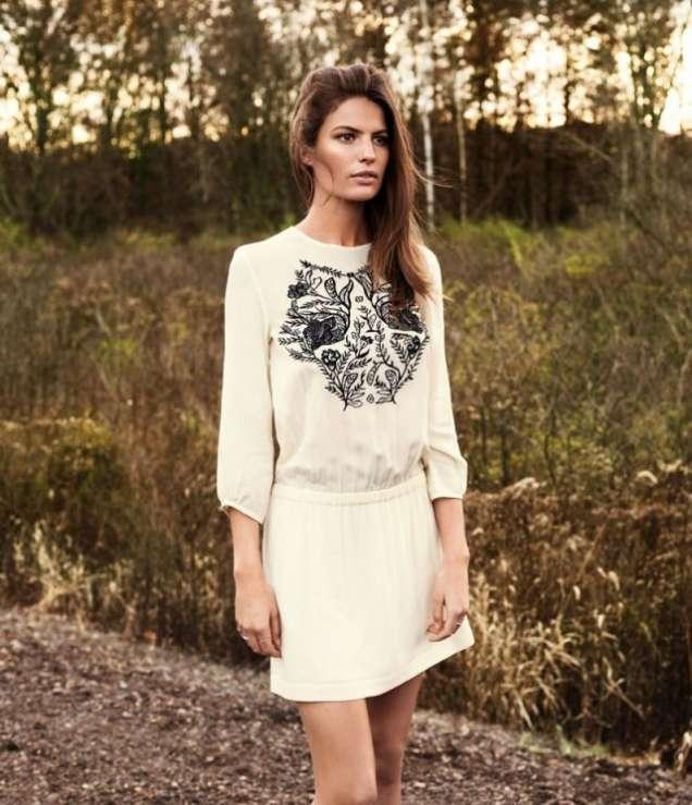 Бяла блуза с принт и пола