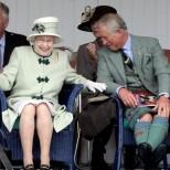 Кралицата и принц Чарлз непринудени