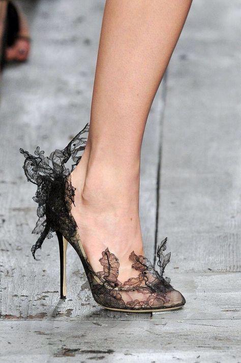 ефирни дантелени обувки