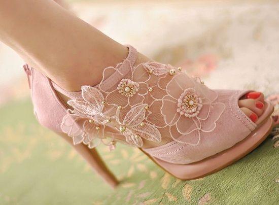 розови дантелени обувки