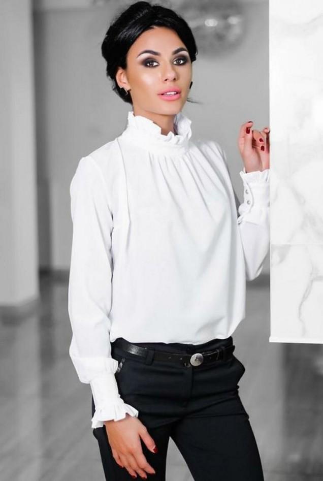 блуза с висока якичка