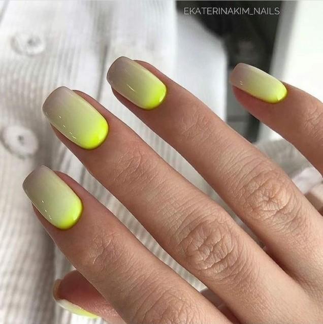 Маникюр в зелено и жълто