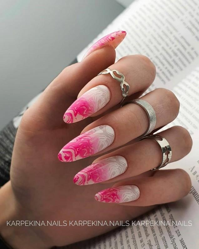 розов омбре маникюр