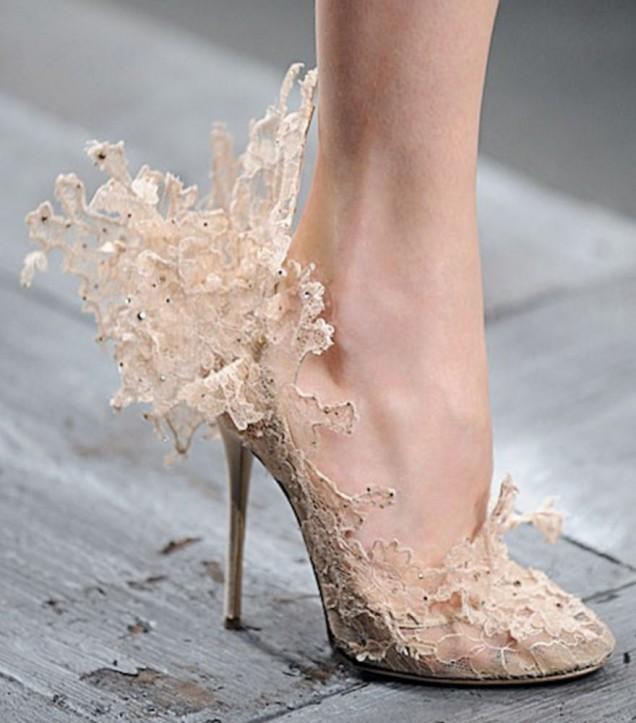 красиви обувки с дантела