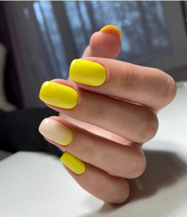 Маникюр в жълто и розово