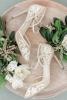 сватбени дантелени обувки