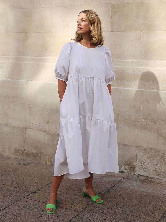 свободна бяла рокля