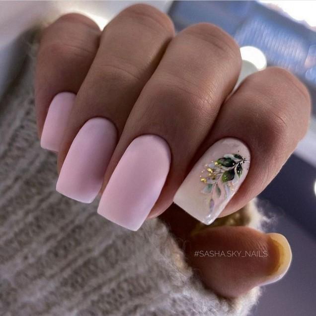 квадратен розов маникюр