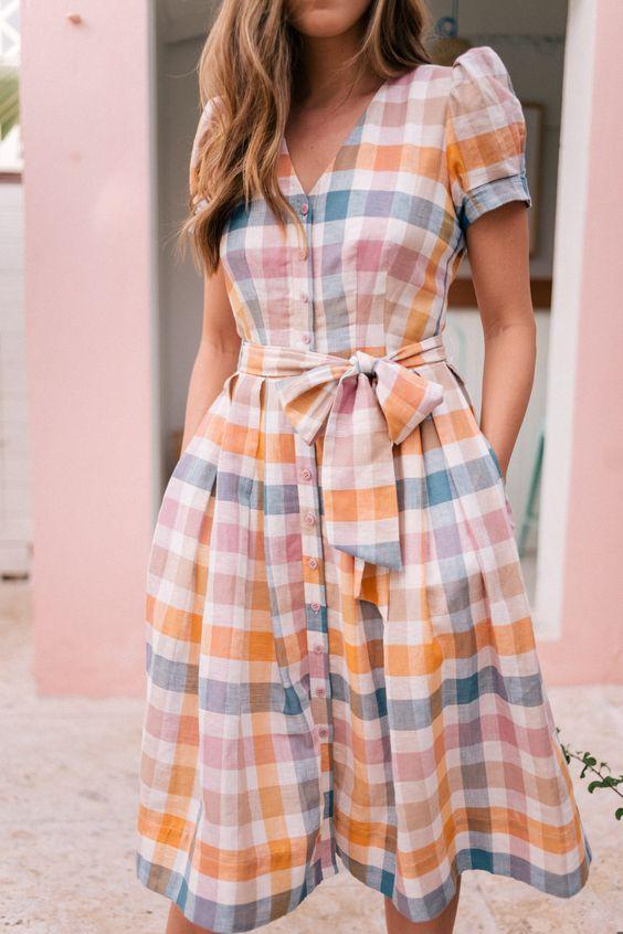 лятна рокля каре