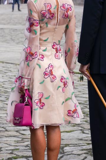 кралица Летисия красива рокля