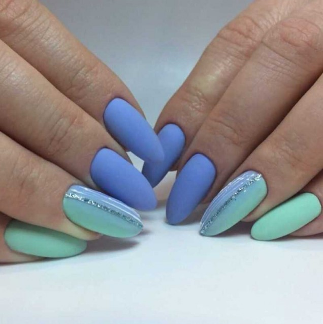 морски маникюр синьо-зелен
