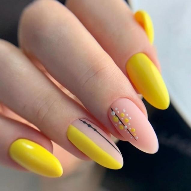 жълт фешън маникюр