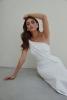 бяла рокля с едно рамо