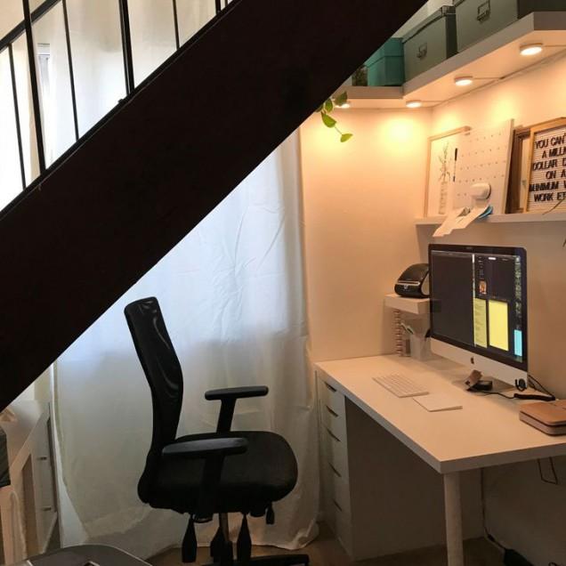 офис под стълбите