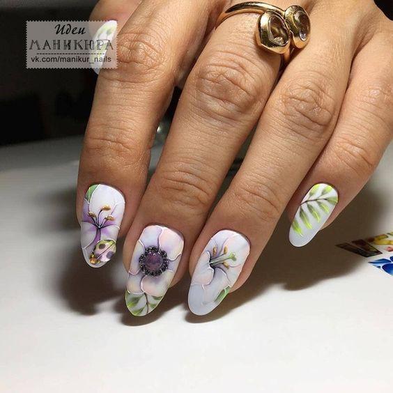 къс маникюр с цветя