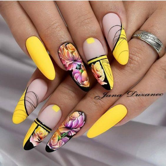 жълт с цветя