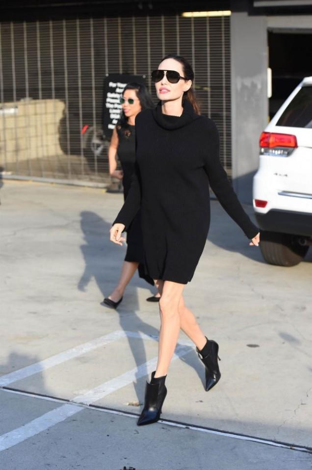 Анджелина Джоли в черно