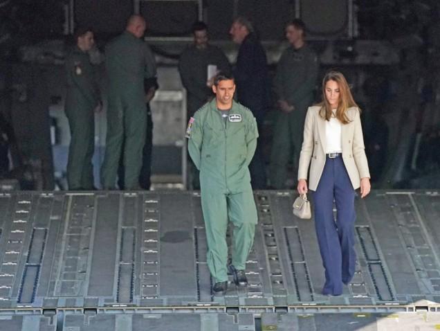 Кейт Мидълтън костюм с панталон