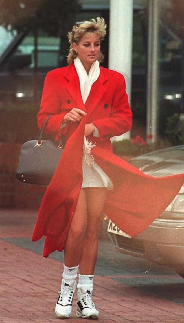 Даяна червено палто