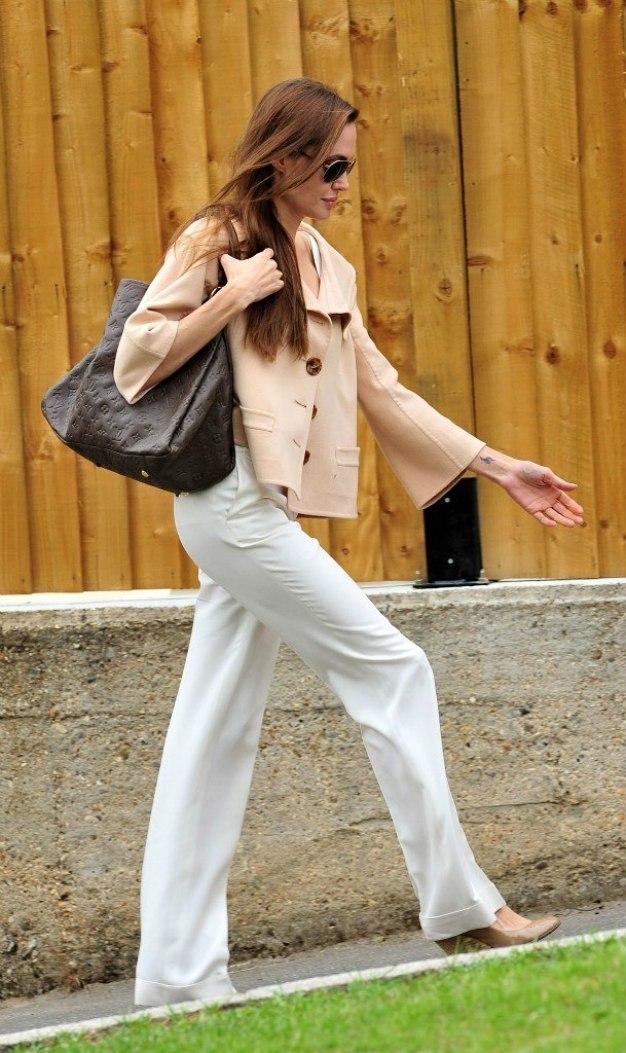 Анджелина Джоли ежедневен стил