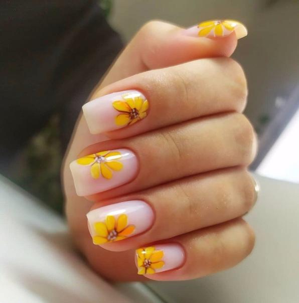нокти с цветя