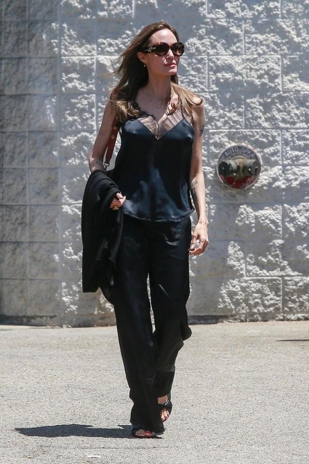 Анджелина Джоли ежедневен тоалет