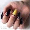 елегантен маникюр черно и жълто