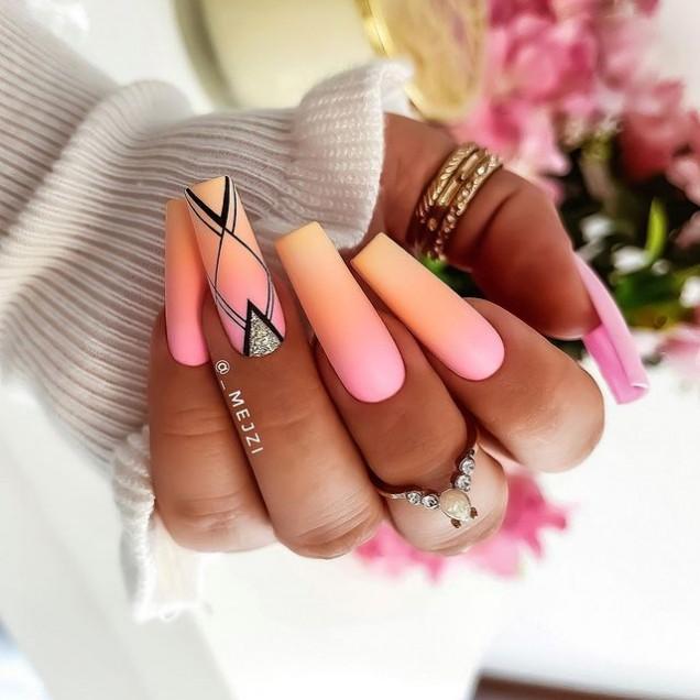 уникален квадратен маникюр дълги нокти