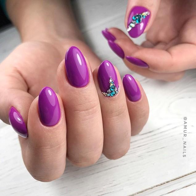 Светло лилав маникюр