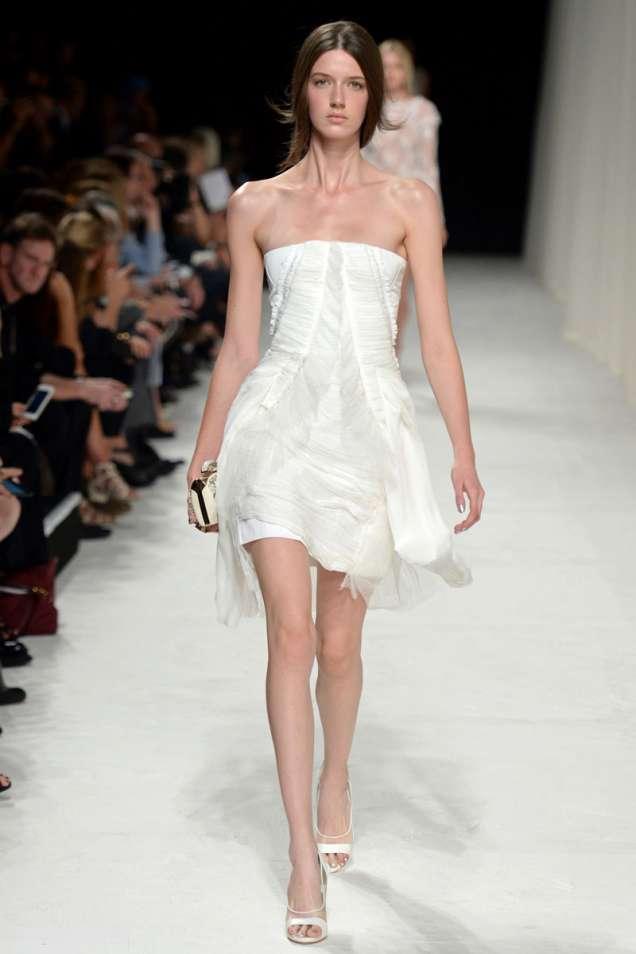 Бяла рокля от Нина Ричи пролет/лято 2014