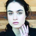 Декорация за нокти златисто преливащо в кафяво Седмица на модата Ню Йорк