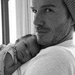 Дейвид Бекъм с новородената Харпър Севън