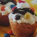 Мини кексчета с глазура и бонбони