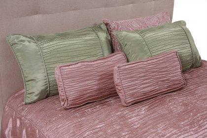 Покривка за спалня пепел от рози в комбинация със зелени възглавнички