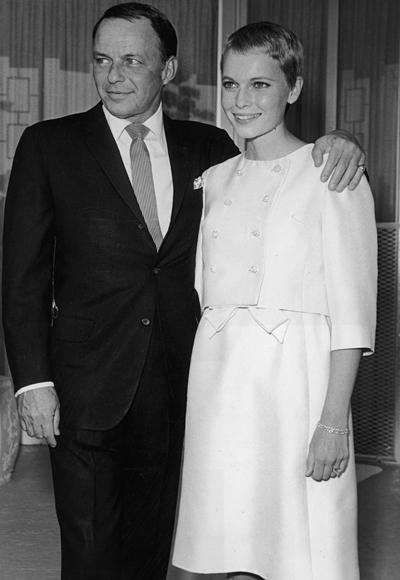 Мия Фероу на сватбата си с Франк Синатра през 1966