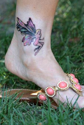 Татуировка фея на глезена на Денис Ричардс