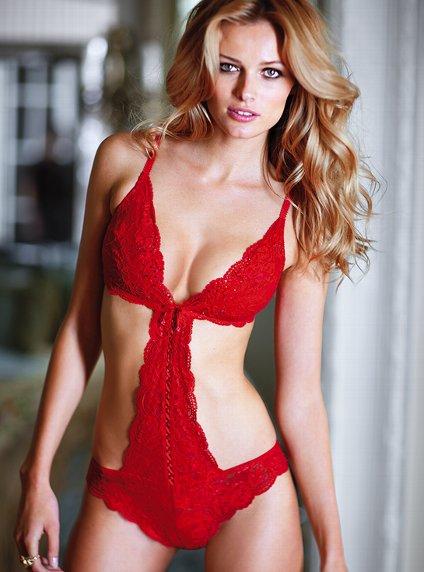 Бельо от ярко червена дантела Victoria's Secret Свети Валентин 2012